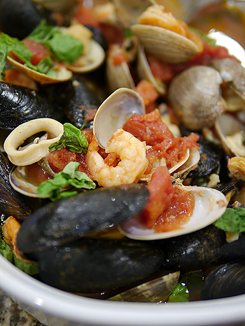 mixed steamed seafood